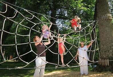 Klettergerüst Spinnennetz : Klettergerüst aus holz ziegler spielplätze